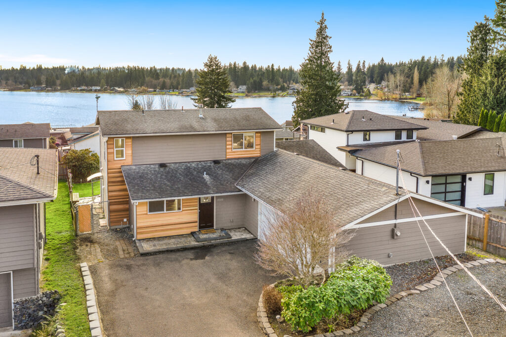 For sale lake goodwin: 17330 43rd Dr NW
